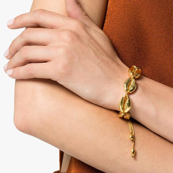 bracellet cauri doré, bracelet été, bracelet plage, bracelet cuir ajustable, bijou femme, bracelet cordon cuir