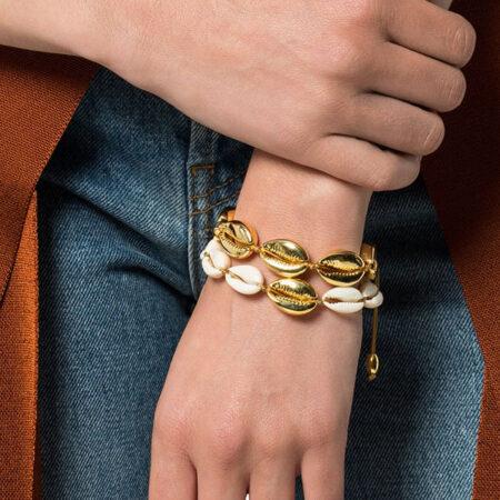 shine, bracellet cauri doré, bracelet été, bracelet plage, bracelet cuir ajustable, bijou femme, bracelet cordon cuir