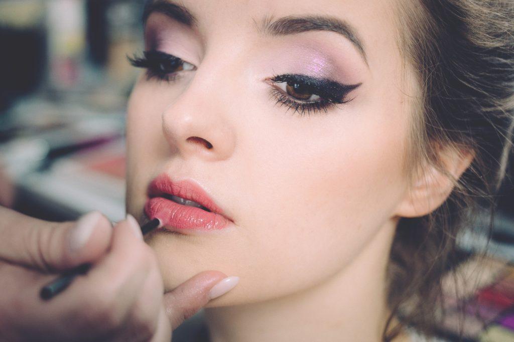 pourquoi es femmes se maquillent-elles ?
