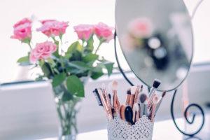 Pourquoi les femmes se maquillent-elles ?