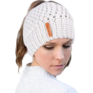 Shine boutique, bonnet queue de cheval blanc nevada, bonnet trou, bonnet en tricot et crochet, bonnet hiver