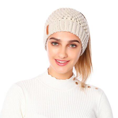 Shine boutique, bonnet queue de cheval beige nevada, bonnet trou, bonnet en tricot et crochet, bonnet hiver