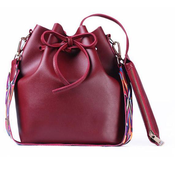 sac seau en cuir rouge